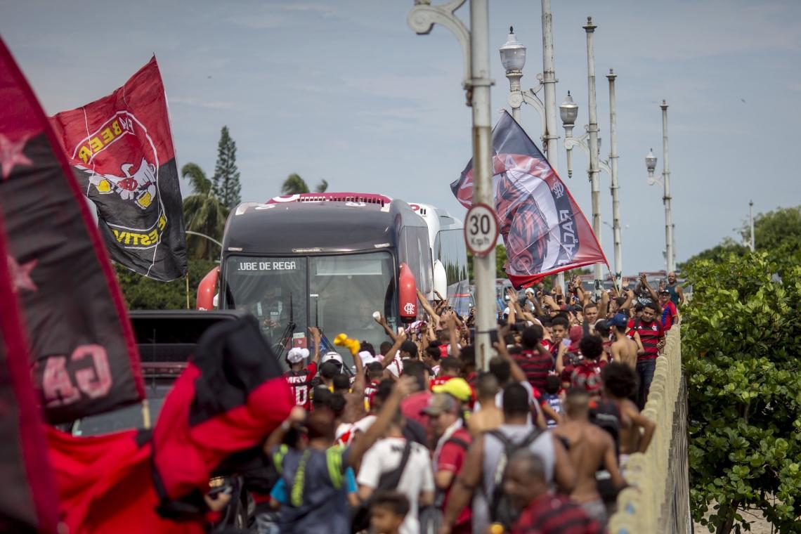 Festa da torcida na despedida do Flamengo para a viagem ao Qatar
