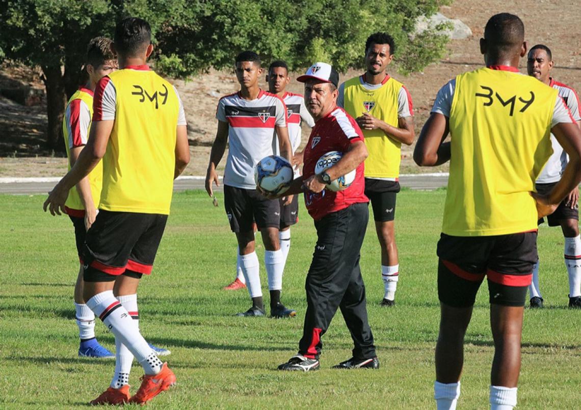 As duas partidas são boas oportunidades para o técnico coral Zé Teodoro testar os seus comandados.
