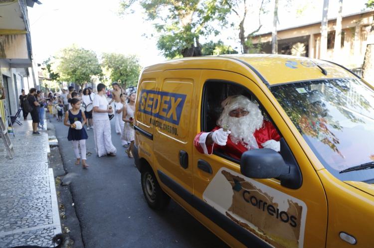Fortaleza, Ce, BR - 17.12.19 Encerramento do Papai Noel do Correios na Associação Vidança no Bairro Vila Velha (Foto: Fco Fontelele/O POVO)