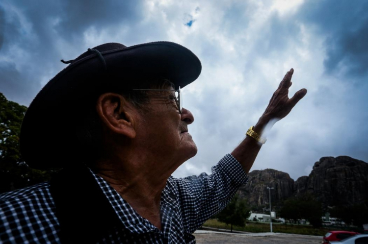Antônio Lima, 75, é profeta da chuva de Quixadá