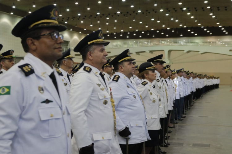 Mais de 2 mil policiais e bombeiros foram promovidos nesta quarta-feira