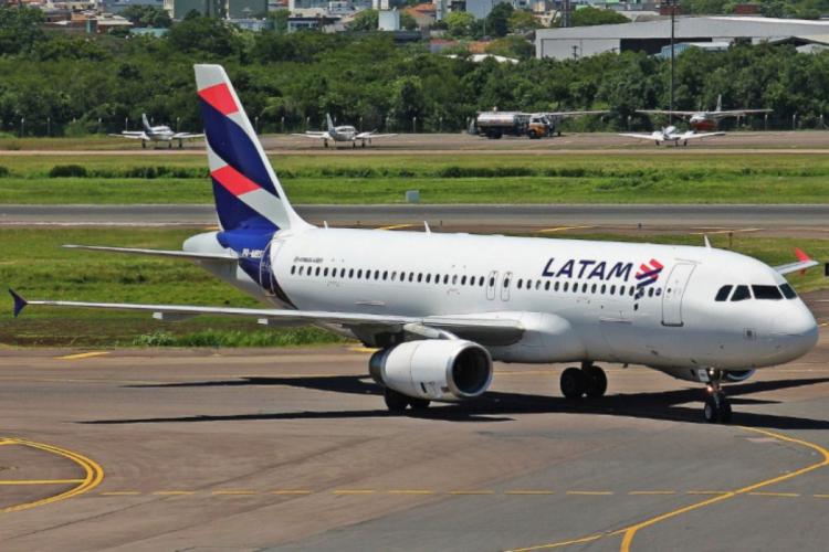 Latam entrou com pedido de recuperação judicial nos EUA, o mesmo que a concorrente Avianca fez recentemente (Foto: Divulgação/Latam)
