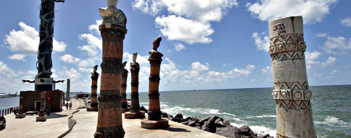 O Parque das Esculturas detém de diversas obras de Francisco Brennand