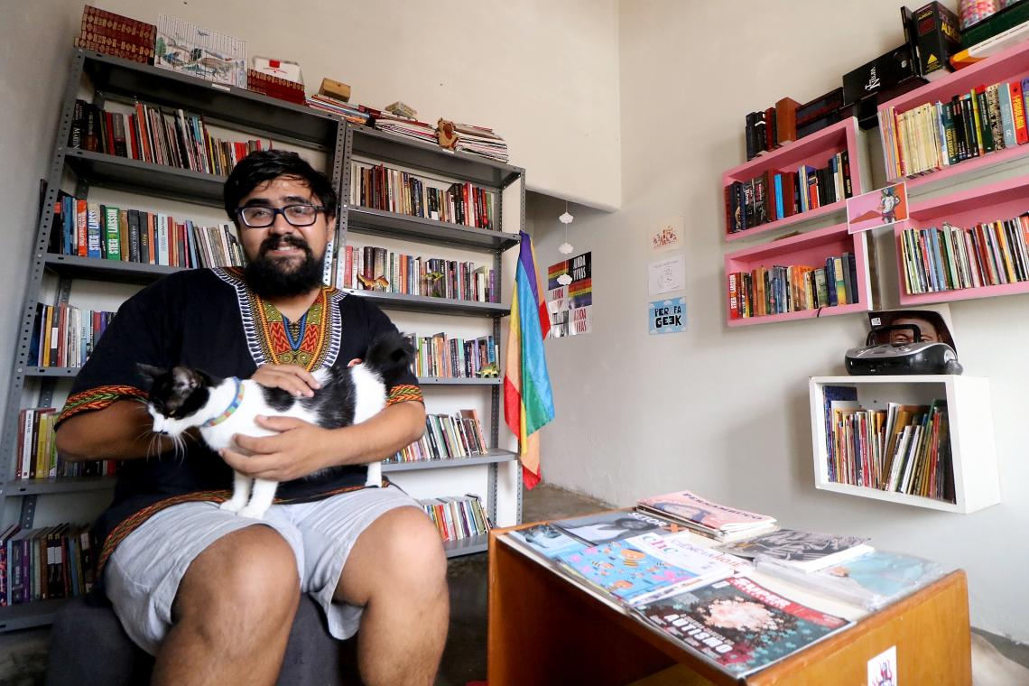 Talles Azigon, criador da Livro Livre Curió Biblioteca Comunitária