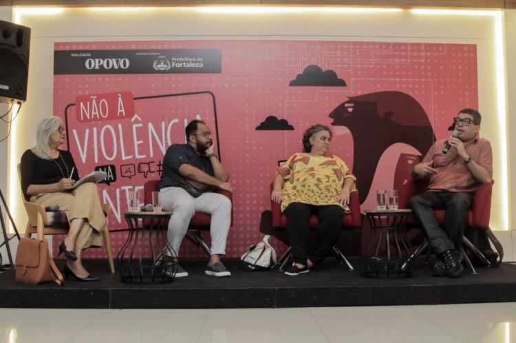 Regina Ribeiro, Haroldo Guimarães, Lola Aronovicich e Émerson Maranhão em debate sobre violência na internet