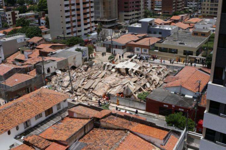 Edifício Andrea desabou em 15 de outubro (Foto: Fábio Lima / O POVO)