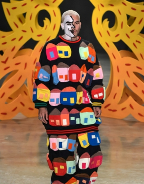 No início do segundo semestre, na São Paulo Fashion Week, desfile da marca Amapô, com colaboração de estudantes do Senac, trouxe referências do trabalho do artista para a passarela