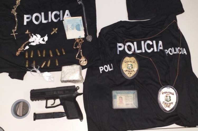 Material apreendido pela Polícia com Manuel Amaro de Araújo Junior