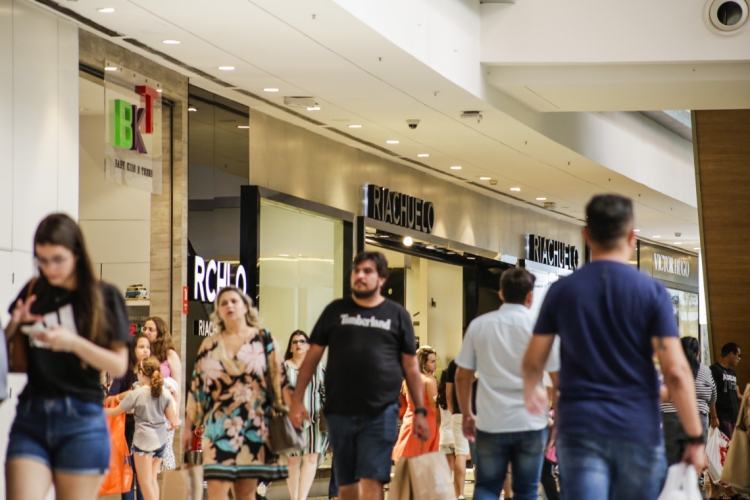 Shopping Iguatemi reduz horário de funcionamento  (Foto: Thais Mesquita)