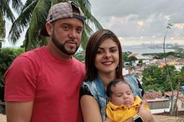 Emanuel Henrique de França, 25; Érika Virgínia Abade, 18; e Érick Júnior, 2 meses.