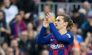 Barcelona, 21 de dezembro de 2019, O atacante do time do Barcelona, Antoine Griezmann, comemora gol no jogo contra Deportivo Alaves, no estadio Camp Nou. (Foto: LLUIS GENE / AFP)