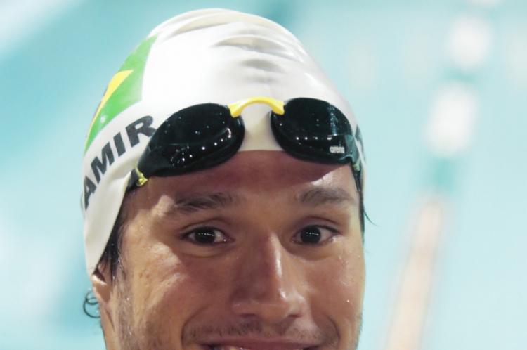 FORTALEZA, CE, BRASIL, 27-12-2019: Treinamento do nadador Luiz Altamir com as crianças do Projeto Nadando na Frente, no Ideal Club, Meireles. (BÁRBARA MOIRA/ O POVO)