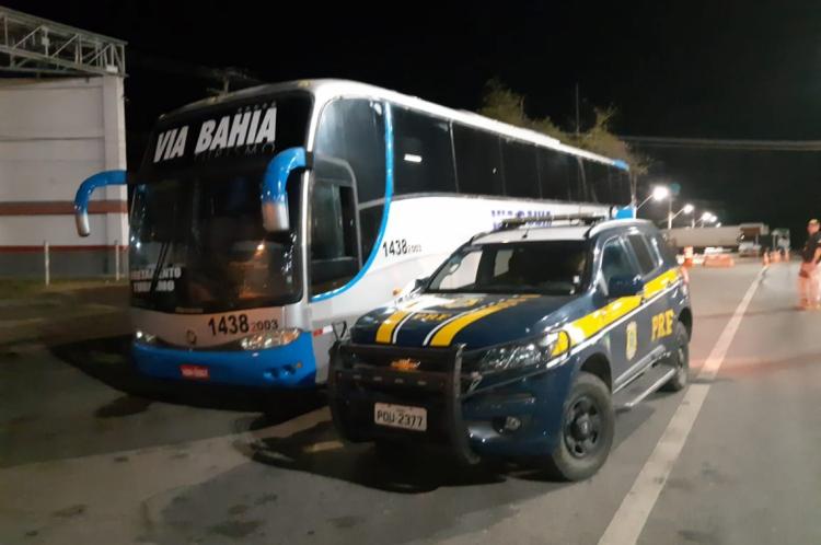 Segundo a PRF, quando pesquisadas no sistema, as placas do ônibus não batiam com o veículo