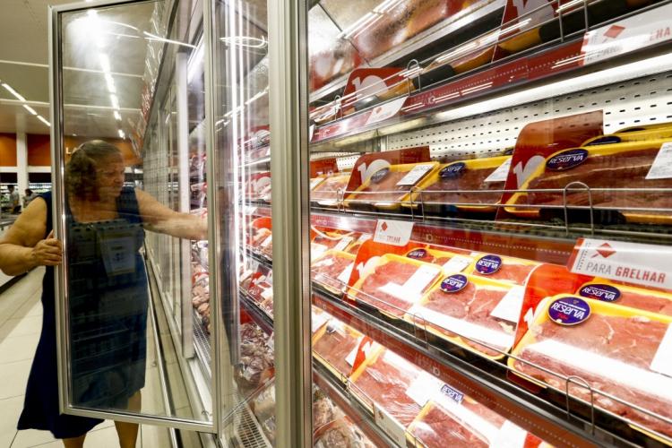 Valor da carne continua em alta em Fortaleza, revela o IPCA, que mede a inflação. (Foto: DEÍSA GARCÊZ/Especial para O POVO)