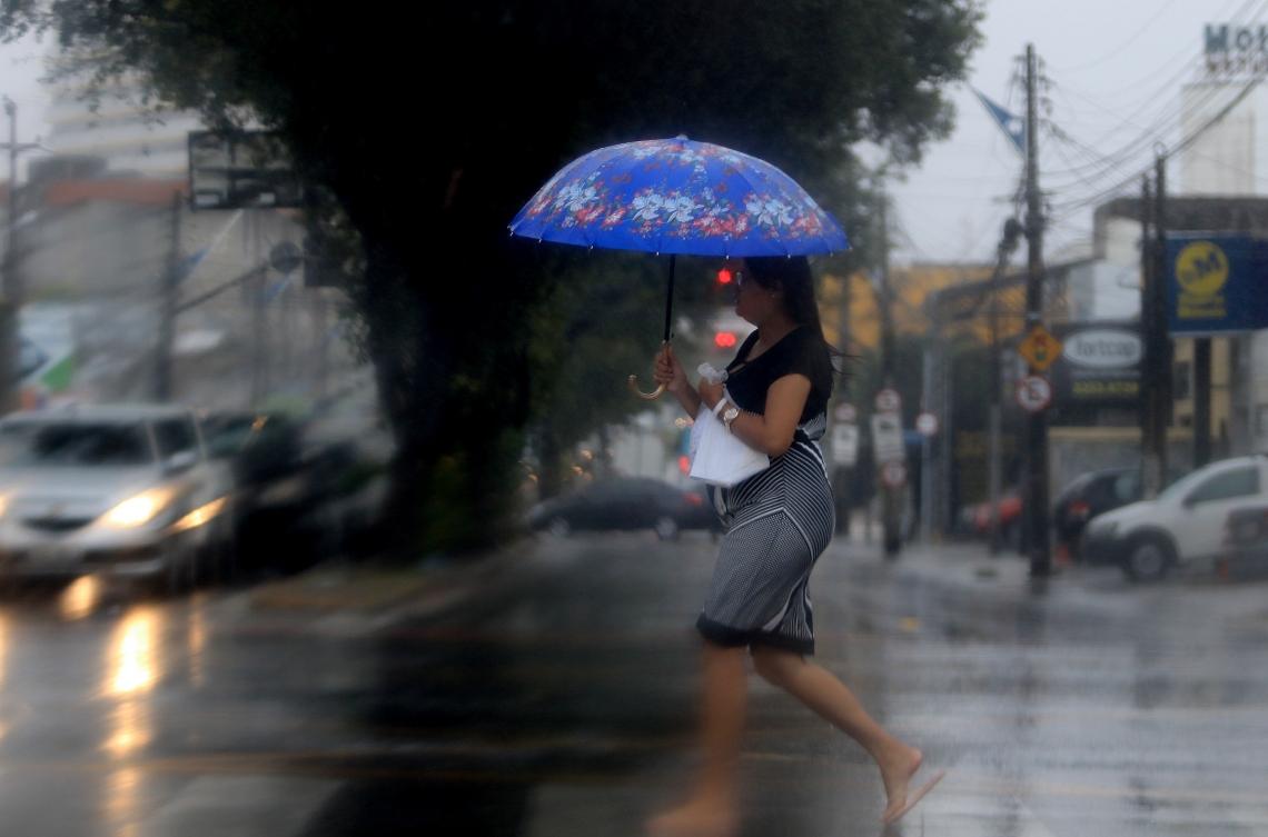 Chove em 46 cidades do Ceará; seca deixa mais 16 em situação de emergência