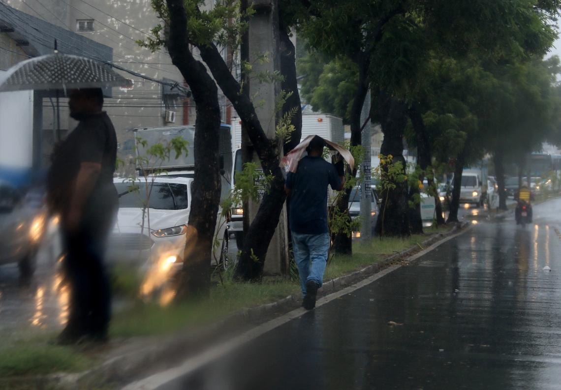 FORTALEZA, CE, BRASIL, 30.12.2019: Chuva em Fortaleza.  (Fotos: Fabio Lima/O POVO)