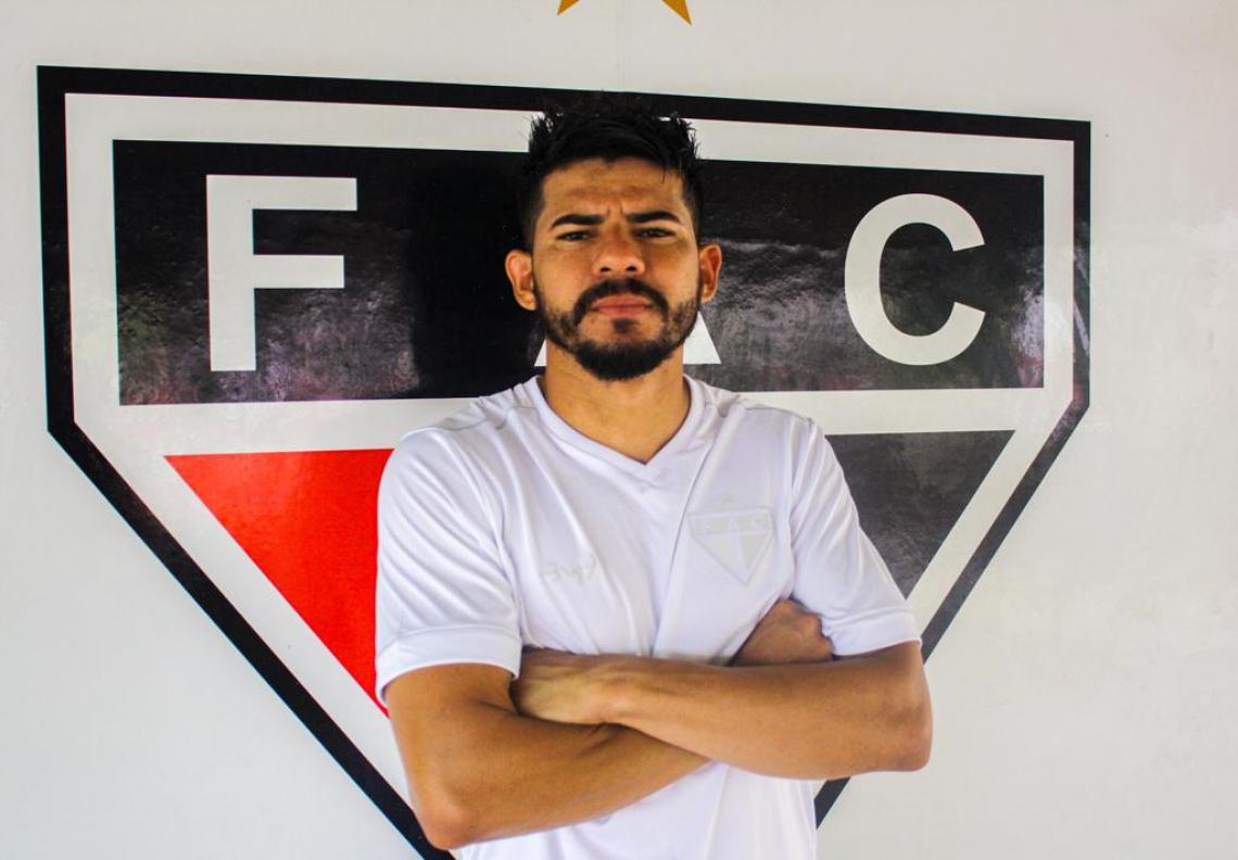 Léo Bahia chegou e já treina com os companheiros de time