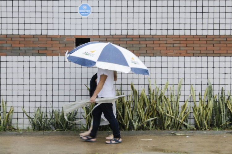 Ano começou com chuva em Fortaleza e outros municípios do Ceará