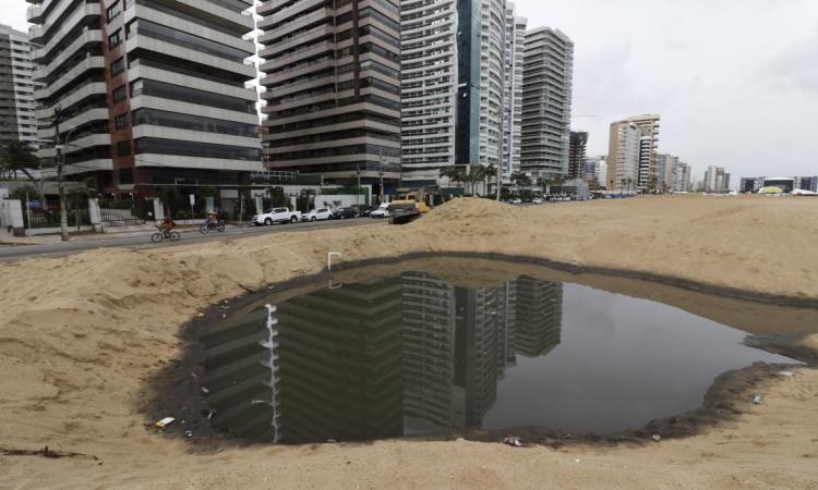 Obras das avenida Beira Mar, no bairro Meireles, com problemas de drenagem