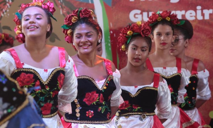 14 Grupos de Tradição e Projeção Folclórica se apresentam na Praça