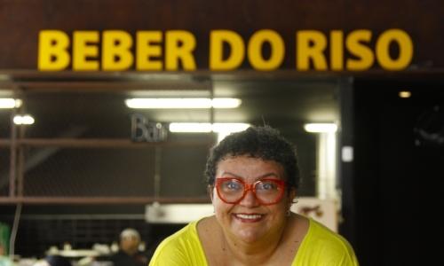 FORTALEZA, CE, BRASIL, 07-01-2020:  Retratos da humorista Valéria Vitoriano em seu bar  Autoral Comedy Bar, localizado no bairro Aldeota. (Foto: Beatriz Boblitz/ O POVO)