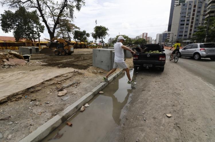 FORTALEZA, CE, BRASIL, 08-01-2020: Obra da avenida Beira, causa trnstorno ao trânsiro e as pessoas. (Foto: Mauri Melo/O POVO).