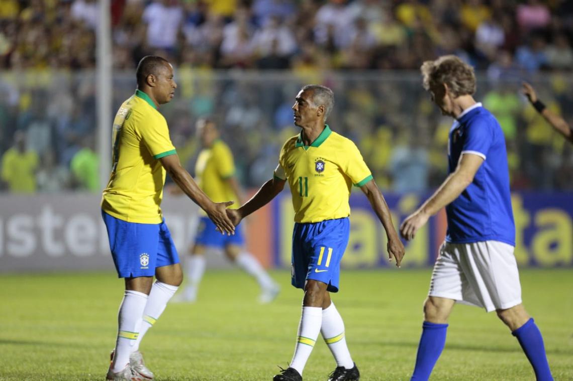 Romário foi uma das atrações do Brasil no jogo festivo contra a Itália