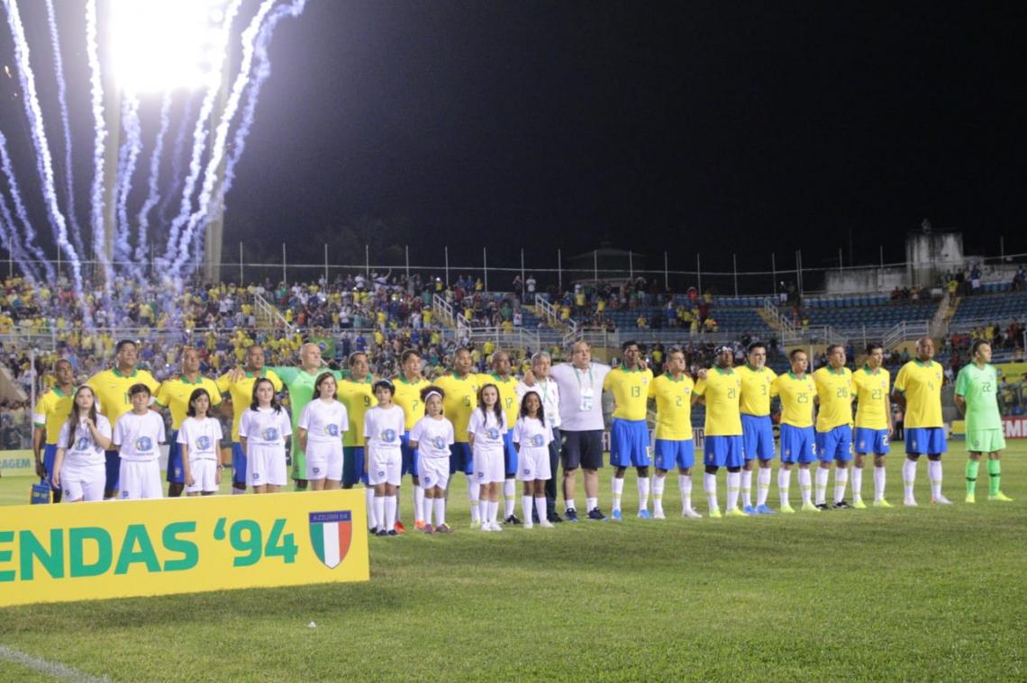 """Segundo o presidente da FCF, a vinda da seleção masters foi um """"presente"""" ao torcedor cearense pela paixão que demonstra no estádios de futebol."""