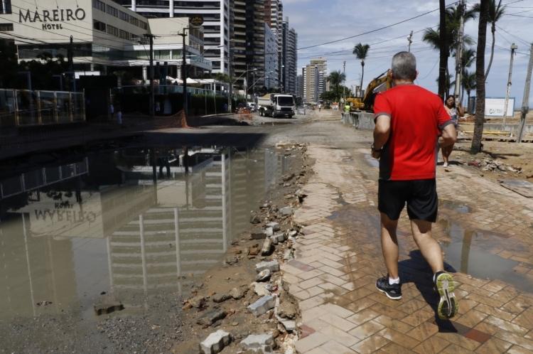 Chuvas em Fortaleza, alagam vários ruas da cidade.