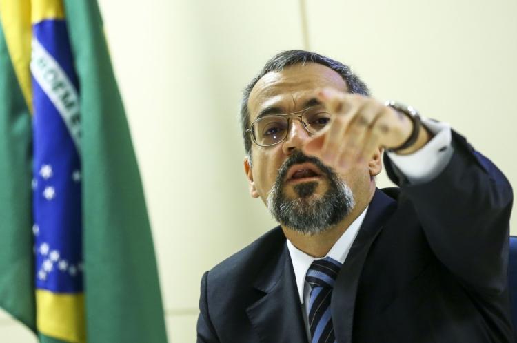Abraham Weintraub, ministro da Educação, quer decidir sobre adiamento do Enem com enquete online