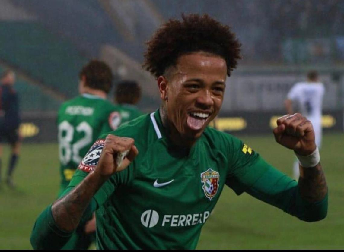 Volante Luizão, atualmente no futebol ucraniano, foi sondado pelo Ceará