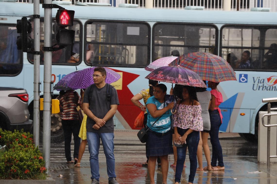 FORTALEZA, CE, BRASIL, 10-01-2020: Chuvas em Fortaleza, alagam vários ruas da cidade. (Foto: Mauri Melo/O POVO).