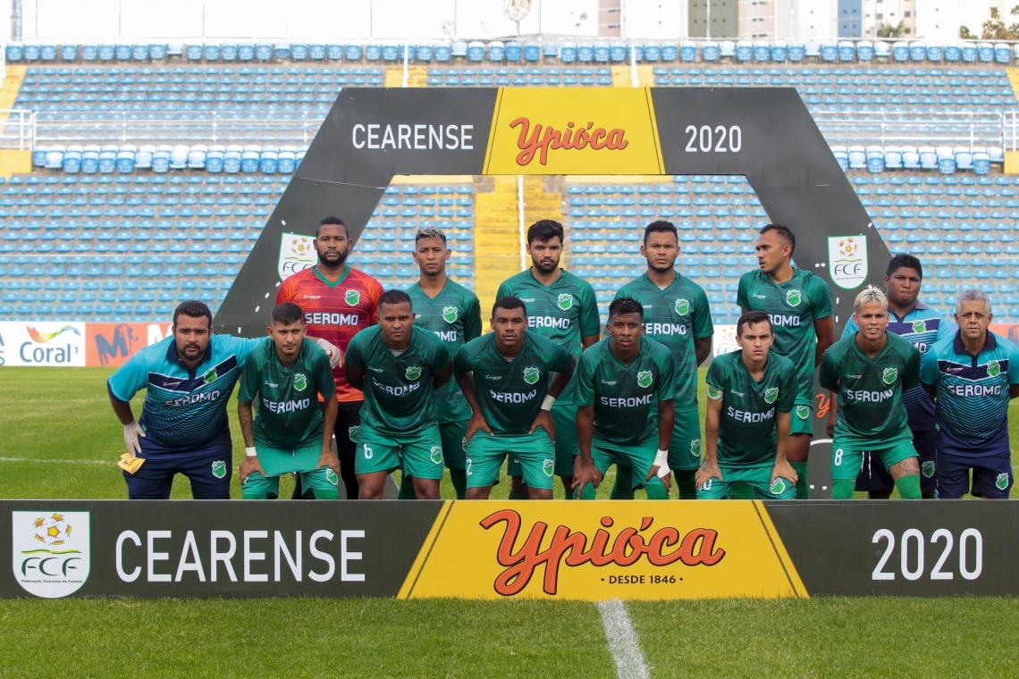 Equipe do Floresta perfilada em jogo do Campeonato Cearense de 2020