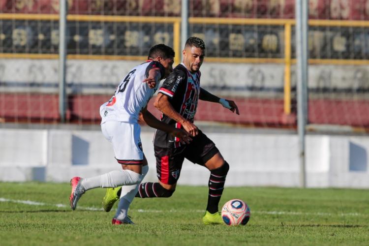 Ferrão e Caucaia fizeram um jogo de muito equilíbrio no estádio Raimundão. (Foto: Aurélio Alves/O POVO)
