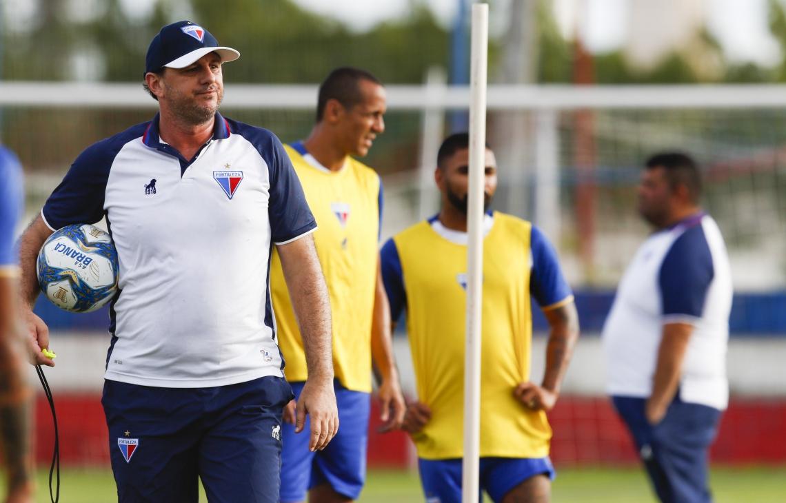 Rogério Ceni comandou último treino do Fortaleza antes de jogo contra o CSA