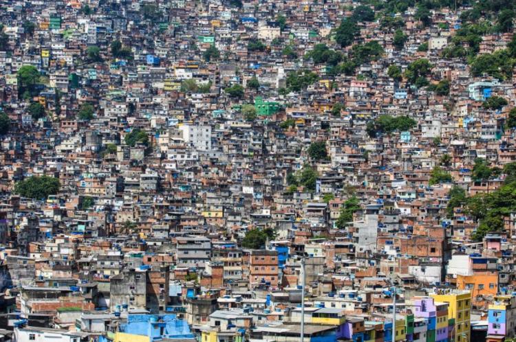 Pedido é para que turistas evitem comunidades e favelas no Brasil