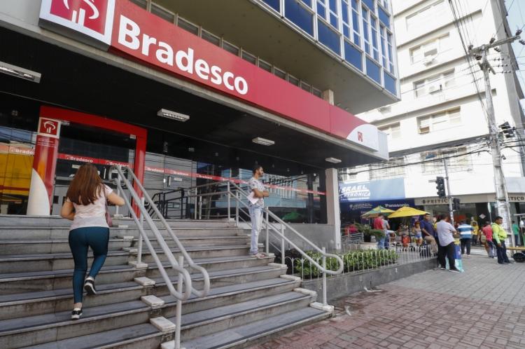 FORTALEZA, CE, BRASIL, 14-01-2020: Fotos de movimentação de agência de banco Bradesco. Pauta sobre juros do cheque especial. Centro, Fortaleza, Ceará.(Foto:BÁRBARA MOIRA/O POVO)