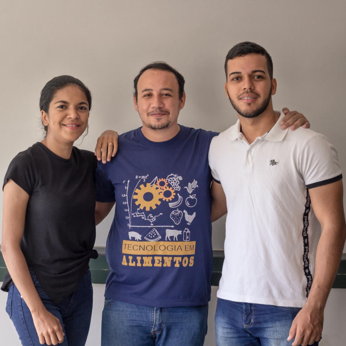 Kelvia Leal, Davidson Ferrer e Luan Figueiredo são alunos do curso superior de Tecnologia em Alimentos da Faculdade de Tecnologia Centec (Fatec) Cariri