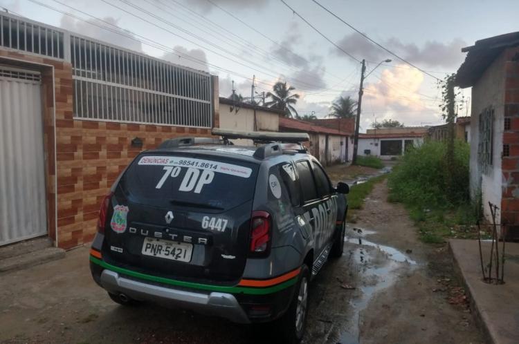 A operação cumpre inclusive mandados de prisão contra acusados de homicídio