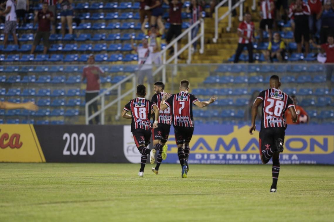 Caíque comemora o gol do Ferroviário contra o Floresta pelo Campeonato Cearense