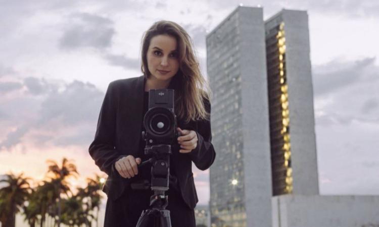 Cineasta Petra Costa, diretora de Democracia em Vestígio