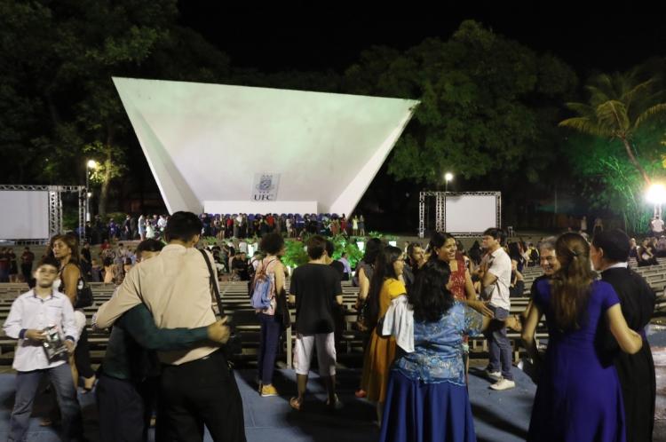 FORTALEZA, CE, BRASIL, 16-01-2020: Colação de Grau é marcada por protestos contra novo reitor da UFC,Cândido Albuquerque. Fortaleza, Ceará.(Foto:BÁRBARA MOIRA/O POVO)
