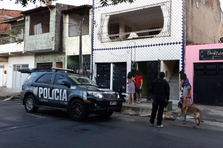 Atuarão 27 policiais civis divididos em oito equipes, também compostas por cães farejadores que integram o Núcleo de Operações com Cães (NOC) da DCTD.