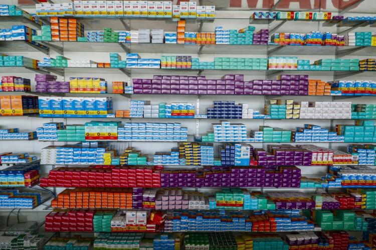 A compra de hidroxicloroquina, que exige prescrição médica, mais que dobrou no Brasil de 2019 para 2020. A de ivermectina, que não exige prescrição, cresceu mais de seis vezes (Foto: Thais Mesquita)