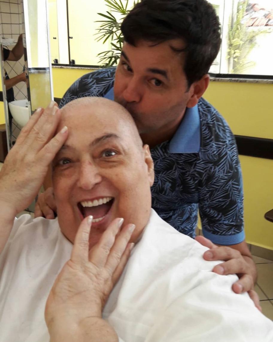 Mamma Bruschetta publica foto careca e fala sobre otimismo em tratamento contra o câncer.