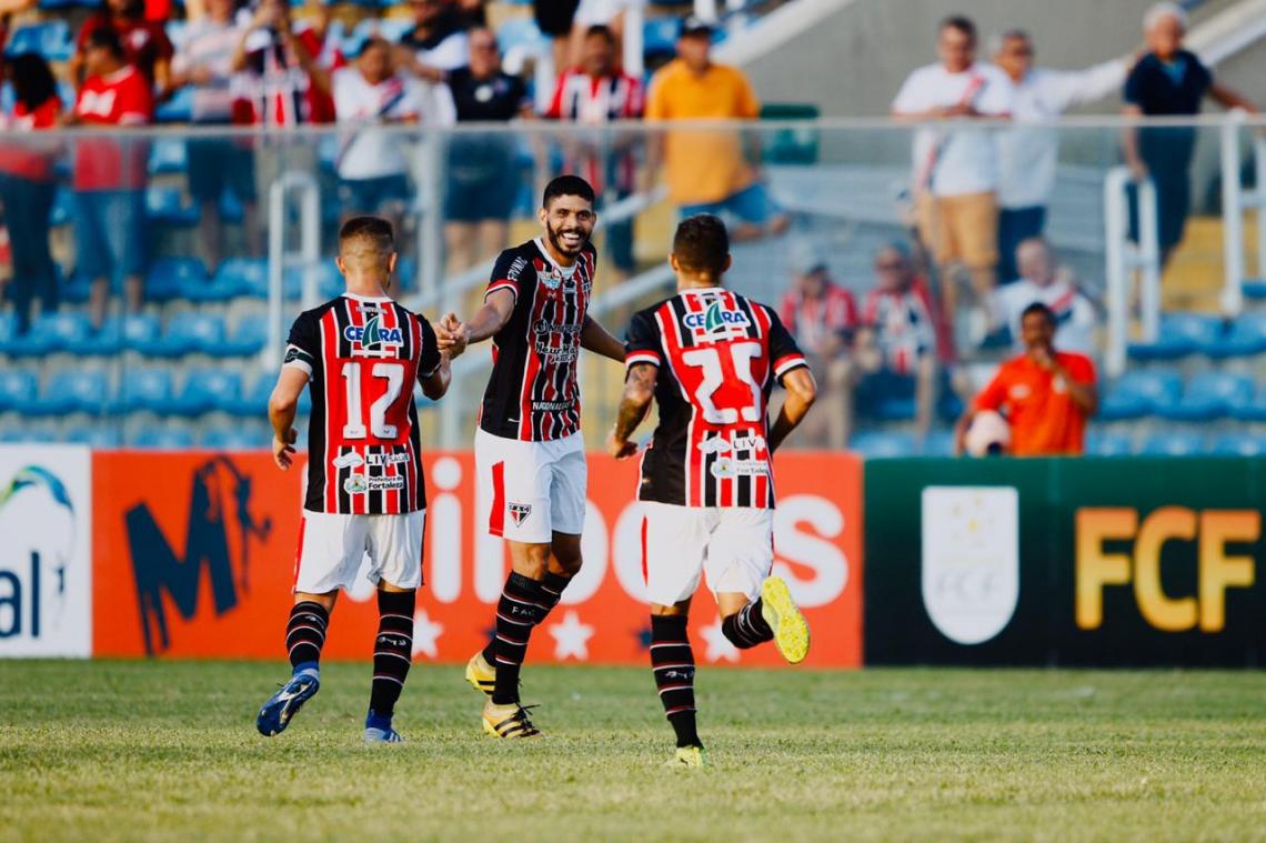 Caíque marcou os dois gols do Ferroviário contra o Horizonte