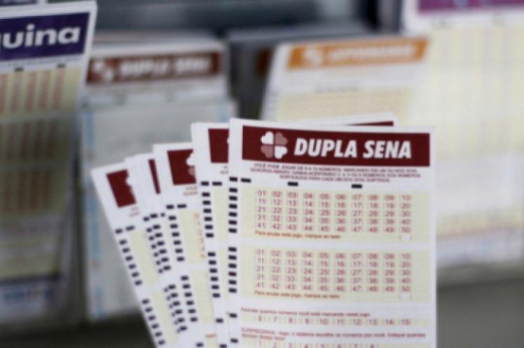 O resultado do sorteio da Dupla Sena Concurso 2040 foi divulgado na noite deste terça, 21 de janeiro (21/01).