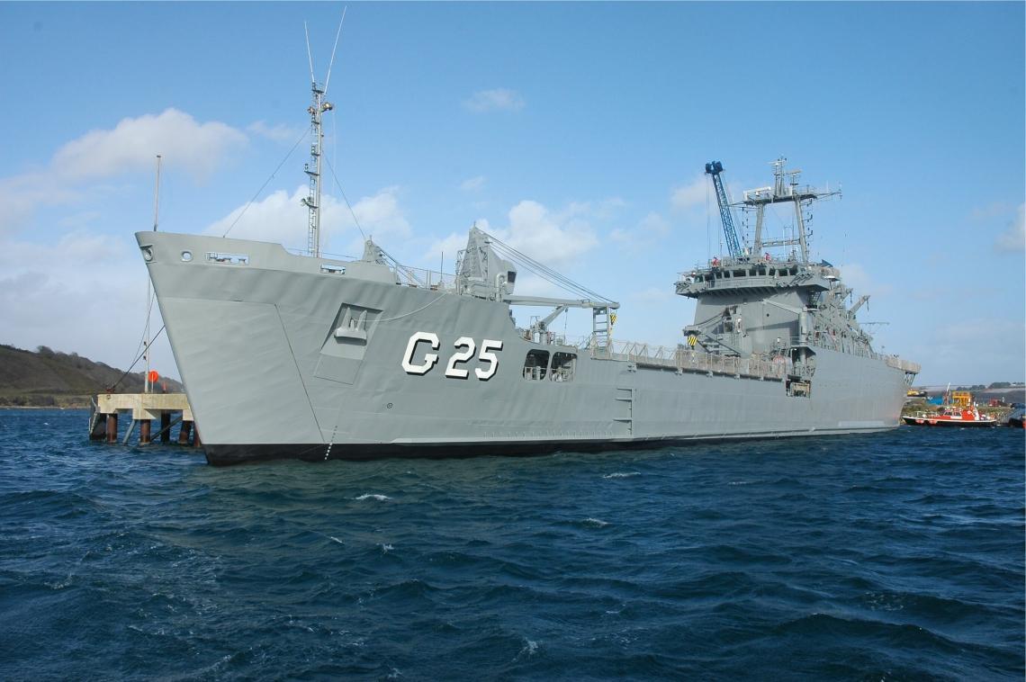 """O NDCC """"Almirante Saboia"""" possui 137,5 metros de comprimento e pesa mais de 6 mil toneladas"""