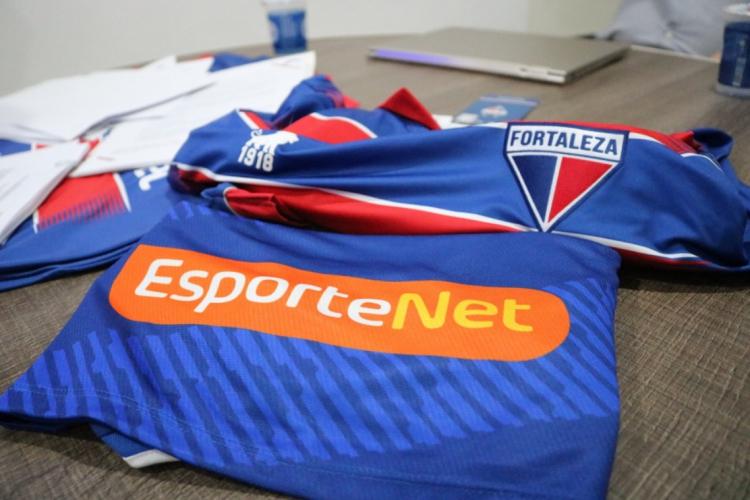 Empresa de apostas estampará a parte nobre da camisa tricolor até o fim de 2020 (Foto: Leonardo Moreira/FortalezaEC)