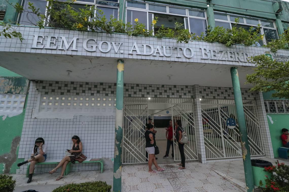 ESCOLA Adauto Bezerra, no Bairro de Fátima: previsão de retorno em agosto, mas data ainda não foi definida